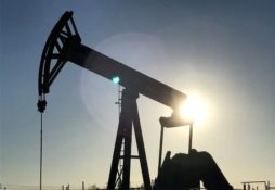 Oil funds lose big on plunging crude prices